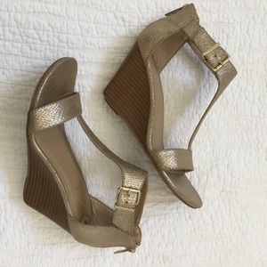 Kenneth Cole Reaction Ava Brave Metallic Wedge